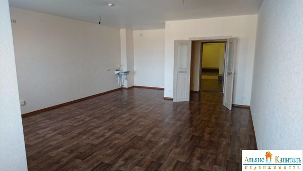 дом переменной этажности. кухня-студия - 34 кв.м. чистовая отделка. прекрасное распо...